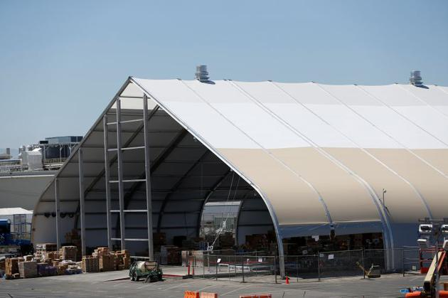 加州弗里蒙特特斯拉工廠的一座帳篷,攝于2018年6月