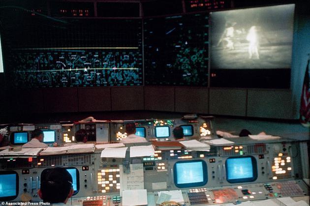 重回1969年:阿波罗任务控制室复原至登月时
