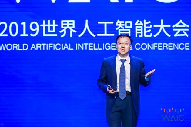 科大讯飞刘庆峰:通用AI刚起步 专业领域可超专业人士