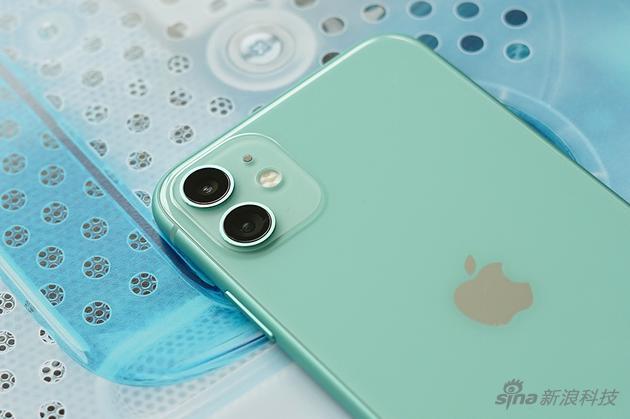 iPhone 11是广角+超广角双镜头的