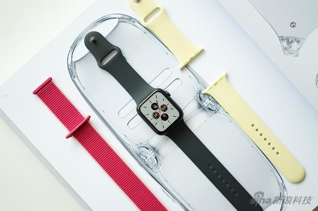 第五代Apple Watch被唤醒亮屏状态