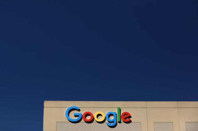 谷歌母公司Alphabet市值首次突破1万亿美元