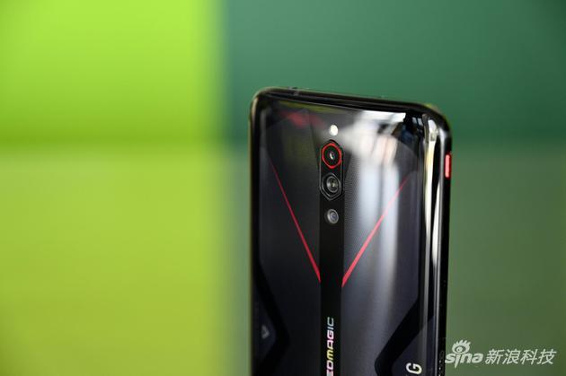 红魔5G背部相机设计