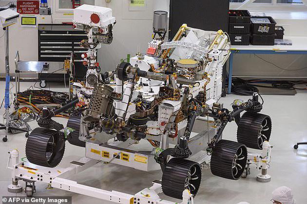 """""""毅力号""""将于2021年2月18日在杰泽罗陨石坑着陆,这将是行星探索史上第一艘能够在着陆过程中精确定位着陆点的航天器"""