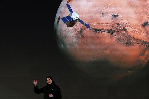 阿联酋高级科学部长莎拉·阿米里于2015年在迪拜发表演讲,讨论阿拉伯世界首次探索火星的计划