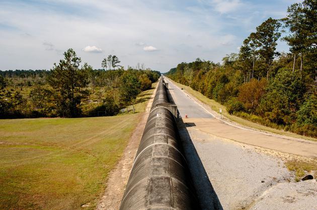 LIGO探测器的一个干涉臂位于美国路易斯安那州的利文斯顿。