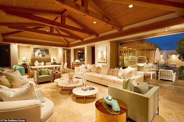 图为盖茨夫妇在圣地亚哥附近以4300万美元购得的房屋内部照片