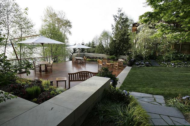 华盛顿州麦地那比尔(Bill)和梅琳达·盖茨(Melinda Gates)家中的户外甲板
