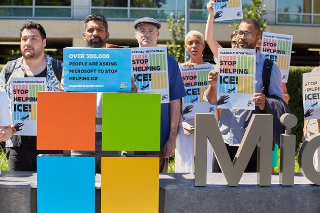 倡议者向微软总部递交30万签名 请愿终止与海关合作