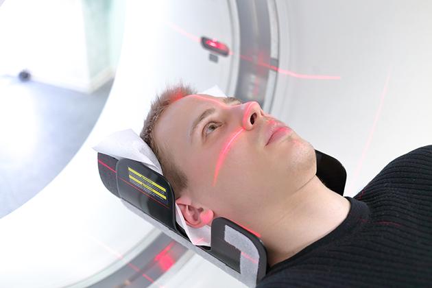 钱伯斯教授表示,核磁共振成像的成本费用很高,一些研究小组一直在竞争使用该设备。如果他浪费宝贵的扫描时间,该设备用于没有意义的实验对象,会让很多人感到不安。