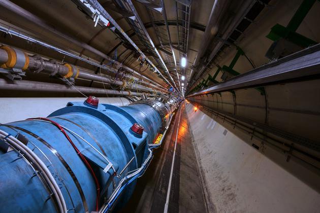 大型强子对撞机首次加速原子:达到接近光速