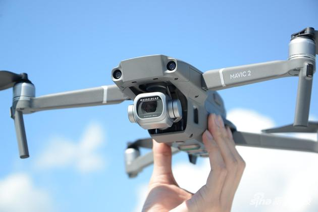 专业版搭载哈苏相机1英寸CMOS和2000万像素摄像头