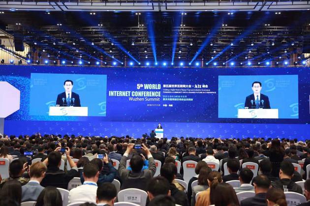 11月7日,腾讯公司董事会主席兼首席执行官马化腾在第五届世界互联网大会开幕式上发表演讲