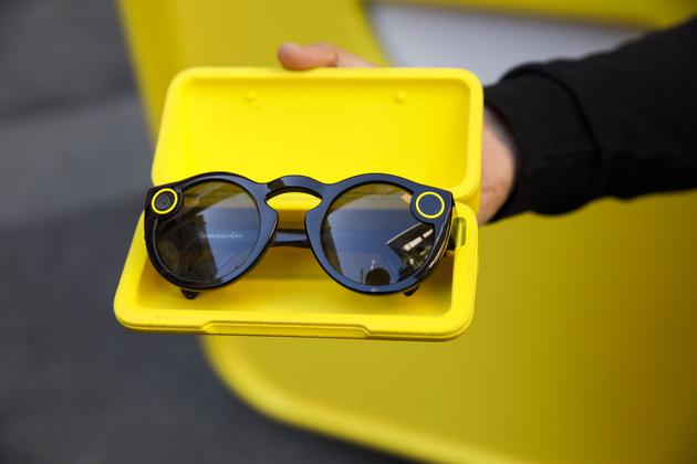 Snap将推出新款Spectacles智能眼镜 配备两个摄像头