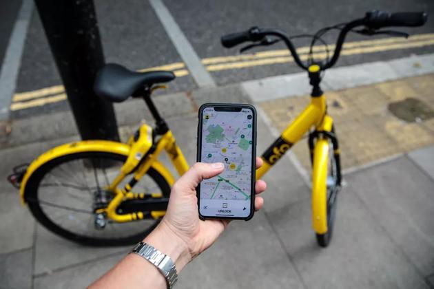 当地时间2018年8月24日,英国伦敦街头的ofo 共享单车