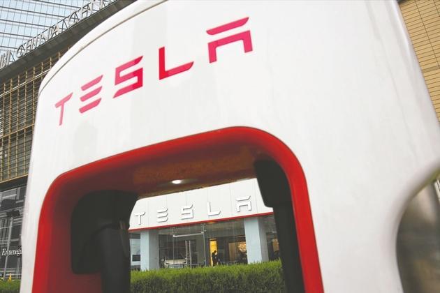 2018年7月10日,伊隆·马斯克在上海签署制定后外示,上海工厂开工两年后起师长产第一批汽车,计划三年后增补到 50万辆产能。 东方IC图