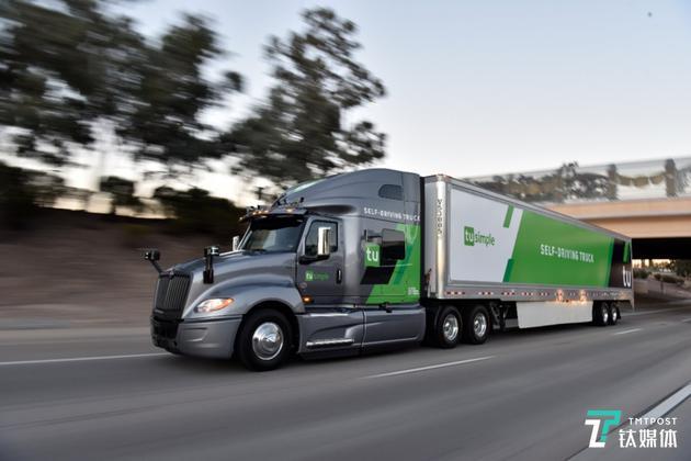 图森未来改造的Navistar国际轻型半挂卡车