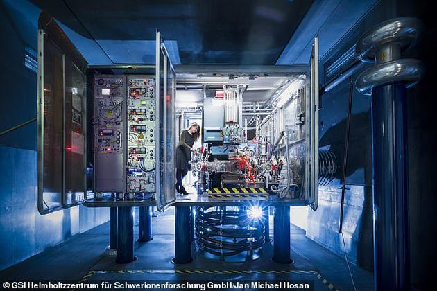 欧洲空间局还与欧洲的粒子加速器机构合作,在实验室中制造出宇宙辐射