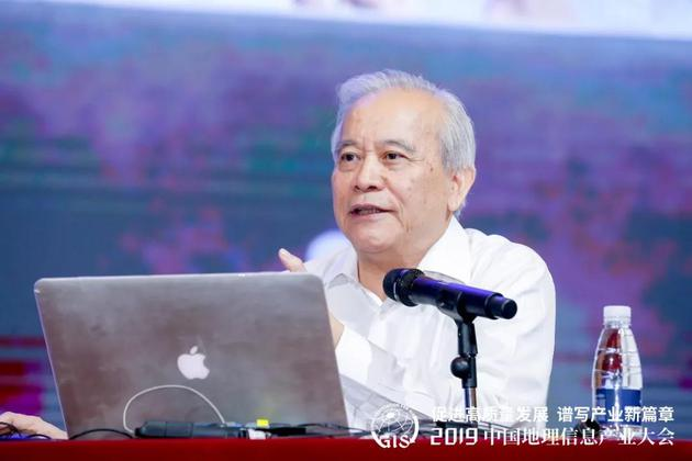 十二届全国政协副主席王钦敏出席大会并做《提高数据资源开发利用水平》特邀报告
