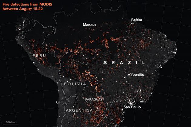 圖為衛星在8月15日至22日間觀測到的火災活躍點