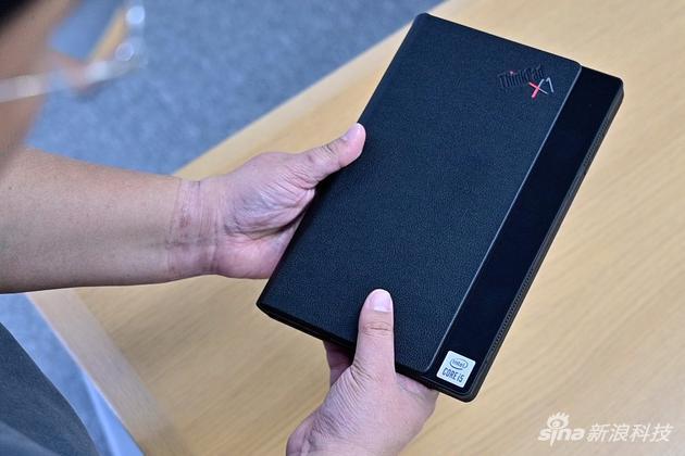 折叠后就像个普通的iPad