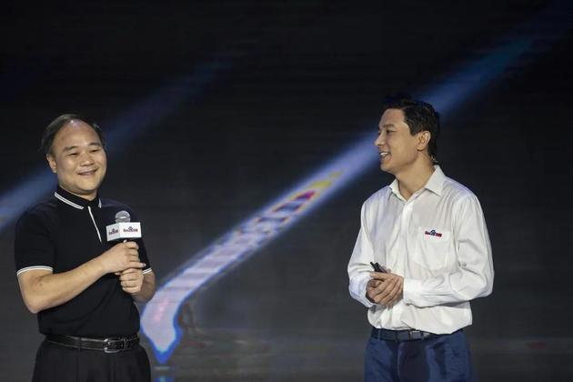 2019年的百度AI开发者大会上,李书福和李彦宏
