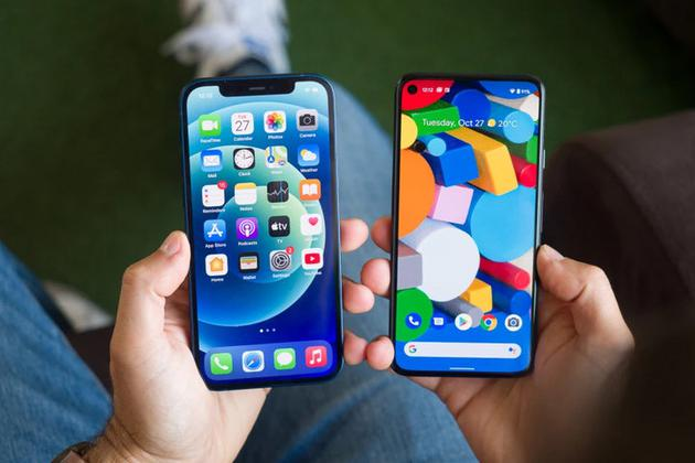 ▲ iPhone VS Pixel。 图片来自:cnet