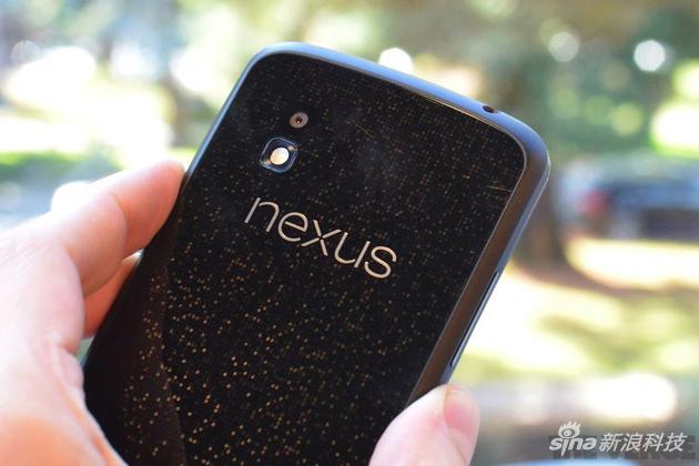 Nexus 4背面极具特色的玻璃盖板