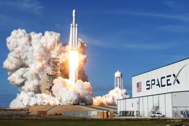 FCC通过SpaceX近地卫星计划