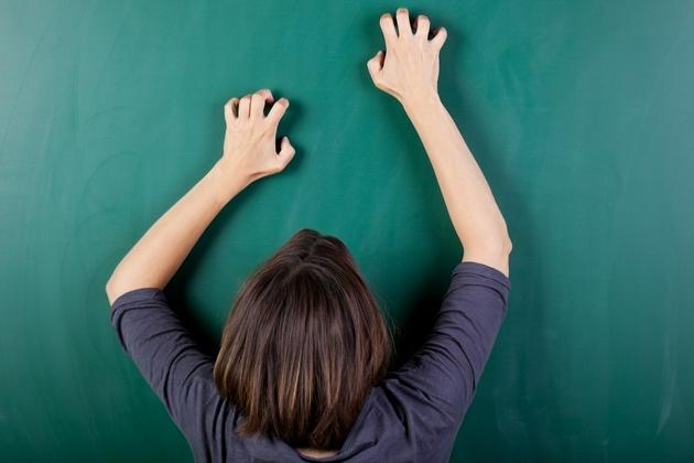 指甲抓黑板的声音让人战栗