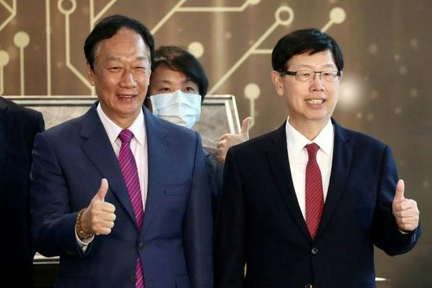 圖:富士康兩任董事長:郭臺銘(左) 劉揚偉(右)
