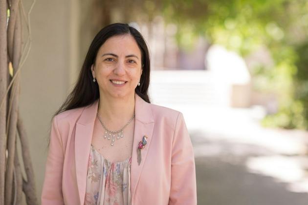 加州大学欧文分校研究胶质母细胞瘤的研究员达妮埃拉·博塔曾用热带葡萄球菌提取的药物治疗阿曼达·约翰逊