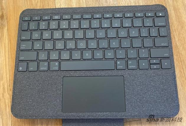 键盘手感可以,而且多了一排功能键
