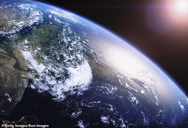 """俄罗斯科学家称,一颗旨在监测大气层高能宇宙射线的俄罗斯卫星探测到地球表面之上数千米高处的神秘""""光线爆炸""""。"""