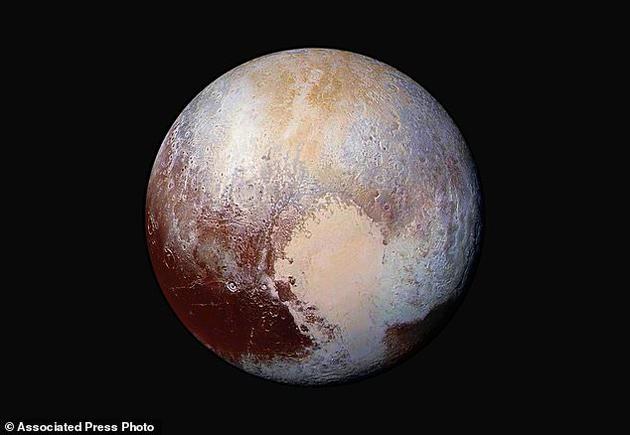 由新视野号拍摄的图片相符成并添强色彩之后的冥王星图像,表现了这颗低走星外观的纹理。新视野号在距离冥王星约45万公里的位置拍摄了这些图片。