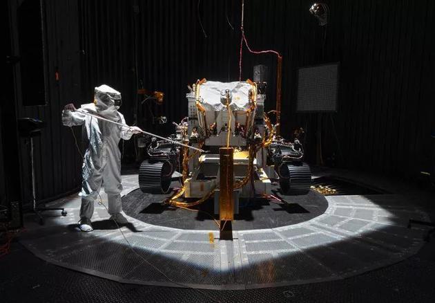 美国国家航空航天局(NASA)的2020火星探测器将配备可拆卸的无人直升机;来年,这颗红色星球的探索任务可不止这一项。图片来源:NASA/JPL-Caltech