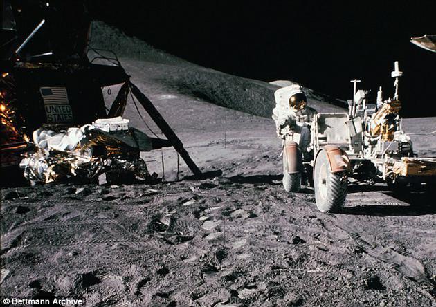 """""""这将是如今在世的大多数人首次见证登月的机会,全世界都将在惊奇与敬畏中屏住呼吸。""""NASA表示。图为阿波罗17号任务拍摄的照片。"""