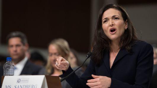 丑闻缠身 Facebook聘请公关写稿攻击谷歌和苹果