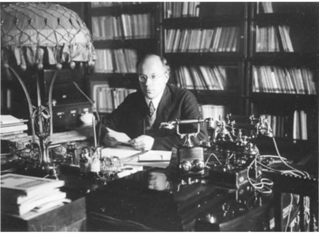 · 尼古拉·戈尔布诺夫主任在办公室