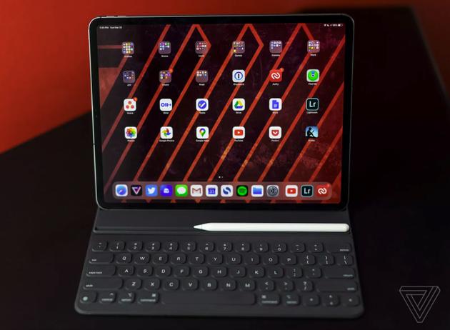 2020款iPad Pro(图片来自@The Verge)