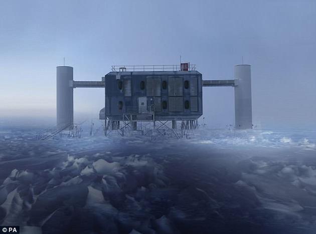 """科学家在全球最大的中微子观测站――南极""""冰立方""""观测站中首次探测到了中微子。"""