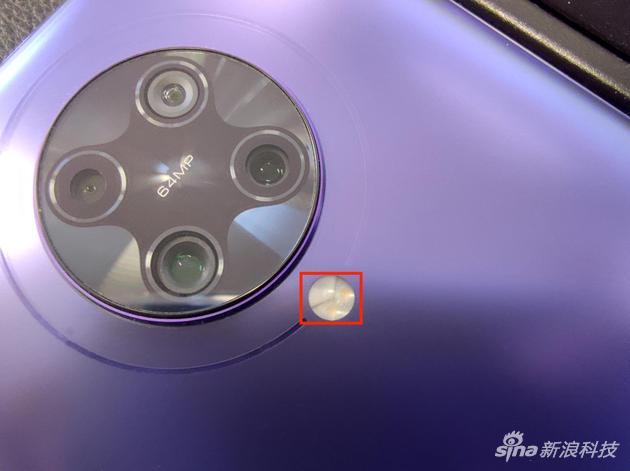 隐藏在闪光灯的光线传感器(小米10 Pro微距拍摄)