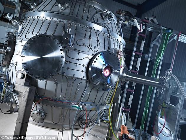 一座英国核聚变反应堆近日成功创下了1500万摄氏度的记录,比太阳核心温度还要高,标志着人类离取之不尽、用之不竭的清洁能源又近了一大步。图为这座位于英国牛津郡的托塔马克反应堆。
