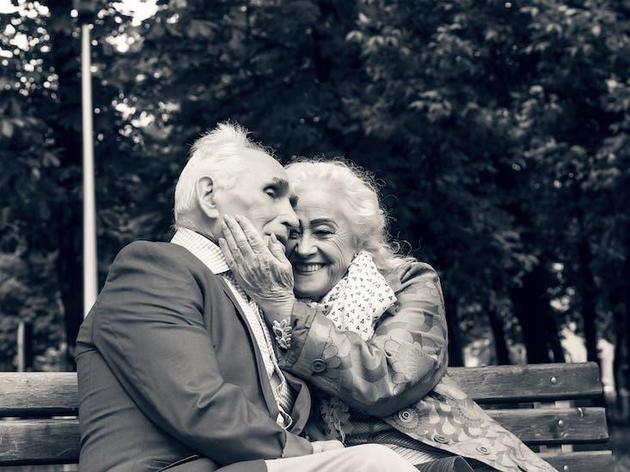 保持良好的情感关系是延长寿命的因素之一。