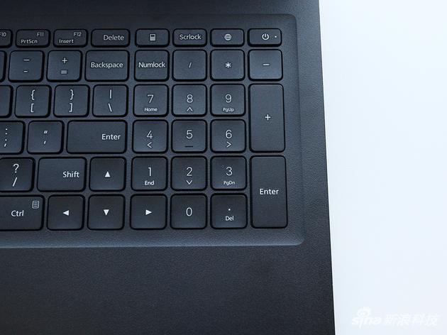 带小键盘的全尺寸键盘