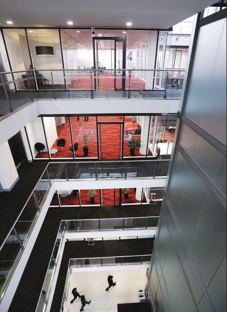 华为英国公司成立于2001年,总部位于伦敦附近的雷丁,营业普及英国各地。图/新华