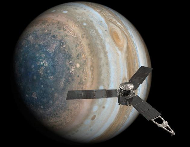 朱诺号木星探测器环绕木星艺术效果图。2011年8月5日从地球出发,2016年1月13日进入木星轨道。朱诺号打破依靠太阳能提供能源的探测器最远航行记录,当时它距离太阳约7.93亿千米,相比较地球到太阳的距离只有约1.5亿千米。