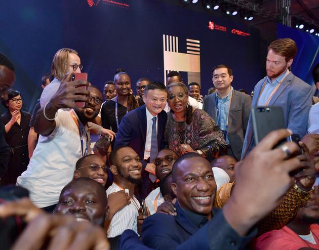 世界杯皇冠|英媒:特朗普模仿亚洲口音 嘲笑安倍和文在寅