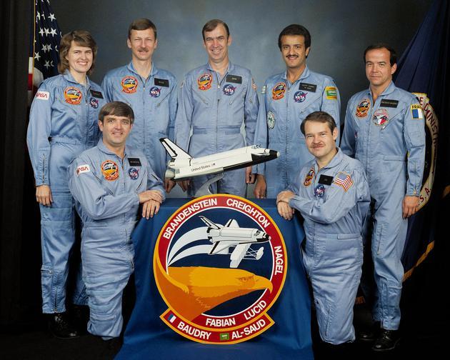 苏尔坦(上排右二),1985年NASA官方照片