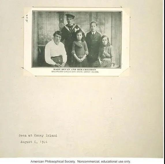 1924年,Mary 和4个孩子的照片。图片来源:American Philosophical Society